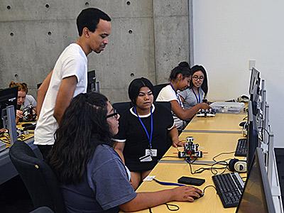 Graduate student Lorenzo Booth teaches a robotics workshop during the Upward Bound Academy this summer.